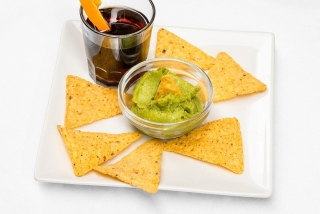 Ideal Poble Nou: Nachos con guacamole